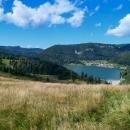 Pohled do údolí po levé ruce - vodní nádrž Palcmanská Maša a Dedinky (také jsme tudy v létě projížděli na kole). Vlevo v dálce vykukují Tatry.