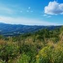 Bylo to tady úžasné - parádní výhledy na Královu hoľu, Vysoké Tatry a skoro celou naši dnešní trasu. Navíc posezení, ohniště, voda, kadibudka ... služby dokonalé !