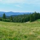Luděk navrhoval, že si na snídani zajdeme do vsi Závadka, ale bylo to přes 3 km, tak jsme posnídali zde. Tak se aspoň Luděk těšil na kafe. Cestou byla taková příjemně zvlněná pravá slovenská krajinka i s ovečkami.