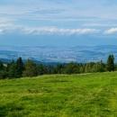 Tady jsou trochu vidět, ale včera byla panoramata mnohem lepší. To město v údolí je Spišská Nová Ves