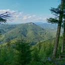 Ojedinělé výhledy do Poráčské doliny.