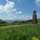 A jiná kaplička, resp. zvonička, stojí nad Horní Lipkou a jmenuje se Zvonička pod Jelením vrchem. Je od ní nádherný výhled na Suchý vrch a Bukovou horu.