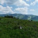 Prudké stoupání nám zpříjemňují výhledy - zde na sjezdovky na Dolní Moravě