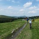 A tady už jsme měli vyhráno....  Chata se nachází v nadmořské výšce 1218 m, před sebou vidíme špičku 1204 metrů vysoké Czarné Góry