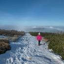 Sníh nafoukaný do cesty na Keprník