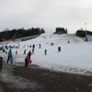 Sníh nalákal spoustu lidí s dětmi