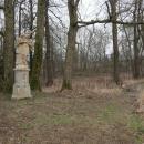 Socha sv. Jana Nepomuckého stojí přímo na hranicích s Polskem a my dva kilometry půjdeme Polskem.