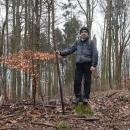 Rychnovský vrch (541 m) je opředený mnoha pověstmi o dunění, které sem v minulosti jezdila zkoumat řada vědců. Jediné dunění, které jsme slyšeli, bylo od vlaků nedaleké páteřní trati.
