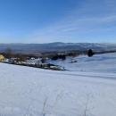 Sněhu moc není, jen pár centimetrů, na sjezdovce mají nafoukaný umělý...