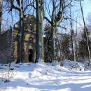 V podstatě jedinou větší památku na osadu vzniklou někdy v 16. století jsou zbytky kaple, postavené v průběhu 18. století.