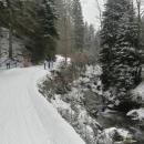 Na Dolní Moravu za sněhem tak vyrazili jen Pavel, Míla a Luděk s Víťou. Šárka má za sebou angínu s antibiotiky, doma tedy s ní zůstávám i já...