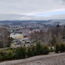 Od kaple je pěkný výhled na město a okolí