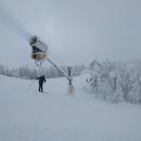 Sněží opravdu nebo vítr rozfoukává ten umělý? Sněžilo uměle i doopravdy.
