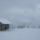 U laviček - Sněžník vidět dneska není. Stoupáme na Slamník.