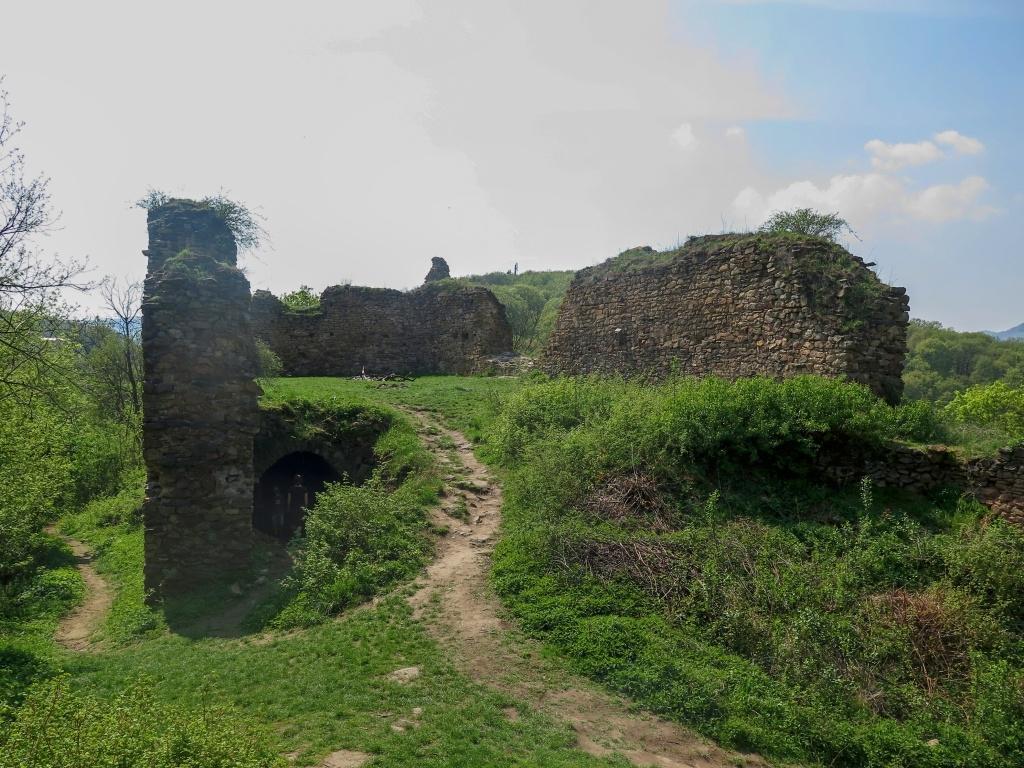 A dobýváme další hrad (Pavel by nás pochválil :-))   - zříceninu hradu Opárno