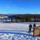 Jak je naším zvykem, přijíždíme na vrchol sjezdovky a na závěr dne si ji musíme sjet. Zde měli fotopoint - automatický fotoaparát. Fotografii lze nalézt na webovkách ski Kvilda.
