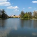 Příjezd do Telče - rybníky jsou tady všude