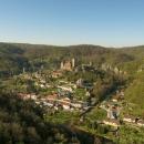 Hardeggská vyhlídka - Z dřevěného altánu se vám naskytne výhled do údolí Dyje i na malebné město Hardegg.