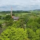 Telekomunikační věž na kopci Pepř je veřejnosti přístupná od října 2007. Po točitém schodišti vystoupáte na vyhlídkovou plošinu ve výšce 18 metrů nad zemí. Napravo je Jílové u Prahy.