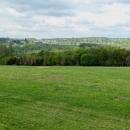 Sjezd k Vltavě do Davle a výhled na chatovou osadu Březová-Oleško. Později se budeme tamtudy od řeky vracet...