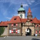 Romantický hrad Bouzov je z přelomu 13. a 14. století.