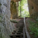 Hlavní důvod, proč jsme se cpali tudy, je tato skalní brána - údajně největší na Moravě.