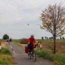 Cyklotrasa vedla kolem malého letiště, chvíli jsme tam machry s modely letadýlek obdivovali.