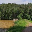 Rybník Šušek leží v lesích za Písečnou - po deštích má voda barvu bahna