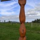 Ale dřevěná socha je zajímavá...