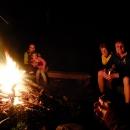 Na tábořišti večer došlo i na ohýnek