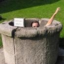 Áááá... Markéta spadla hradní do studně…