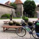 U kašny jsme zlili sebe a Luděk dokonce i německou turistku