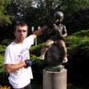 Pavel jako chlap raději drží Františka za nos :-)