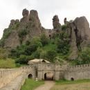 Skály nad Bělogradčikem ukrývají pevnost Kaleto.