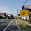 Na této křižovatce dochází k zásadnímu rozhodnutí. Doleva je to do Rakouska na vlak, doprava do Maďarska a po svých.