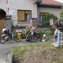 Z maďarských modrých pump jsou děti nadšené
