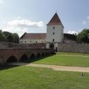 Sárvár, kromě přecpaného a hnusného termálka tu mají i docela pěkný hrad