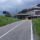 Italsko-Slovinská hranice se nachází na 1156 metrů vysokém sedle Predel.