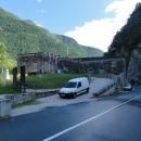Cestou, podaří-li se vám zastavit, máte možnost prohlédnout si ještě jednu napoleonskou pevnost s unikátní skalní studnou.