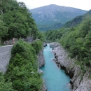 V Bovci se napojujeme na cestu podél krásné a modré řeky Soči.