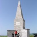 Slavo u památníku