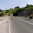 Posledních pár metrů stoupání nás ušetřil tunel