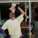 Pavel při své oblíbené činnosti – pití tekutého jogurtu