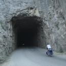 A hurá do tunel ve skále