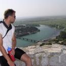 Slavo na Rozafě – v pozadí nekonečné Skadarské jezero