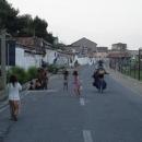 Projíždíme cikánským předměstím