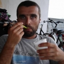 Pavel opět mlsá výbornou albánskou zmrzlinu