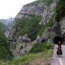 Četné tunely v kaňonu Morače
