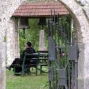 V klášteře žijí mniši
