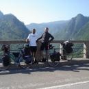My dva na mostě přes řeku Taru